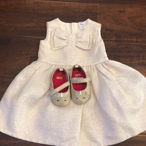 Carter's dress and Carter's unicorn shoes .